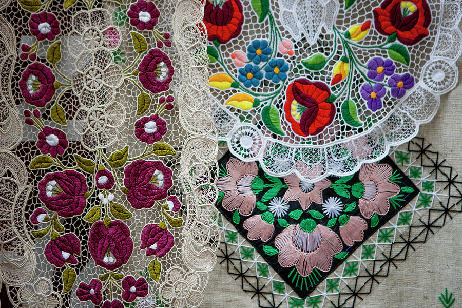 Suveniri - Page 14 Embroidery-budapest-hungary-tom-norring