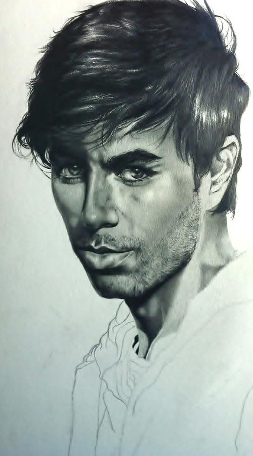 Enrique Iglesias Drawing - Enrique Iglesias by Carl Baker