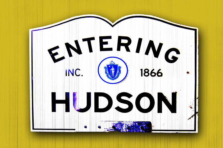huson chat Hudson was born in los angeles, california, the daughter of academy award-winning actress goldie hawn and bill hudson, an actor, comedian, and musician her parents divorced when she was 18.