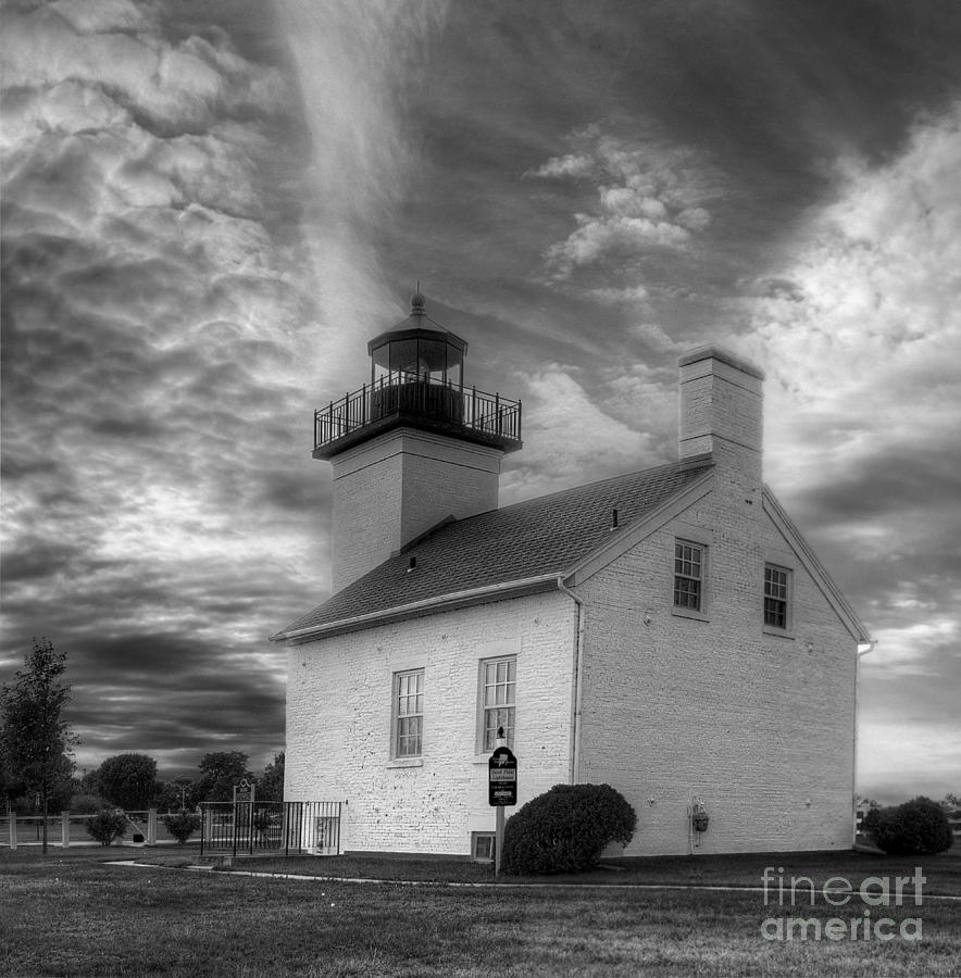 Esacanaba lighthouse in black and white by twenty two north photography