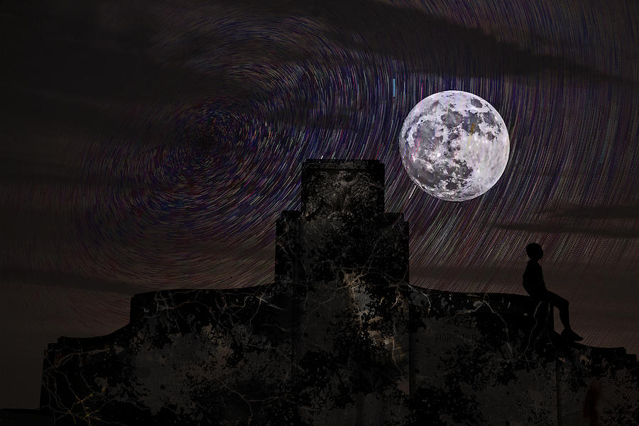 Evy Moon Photograph