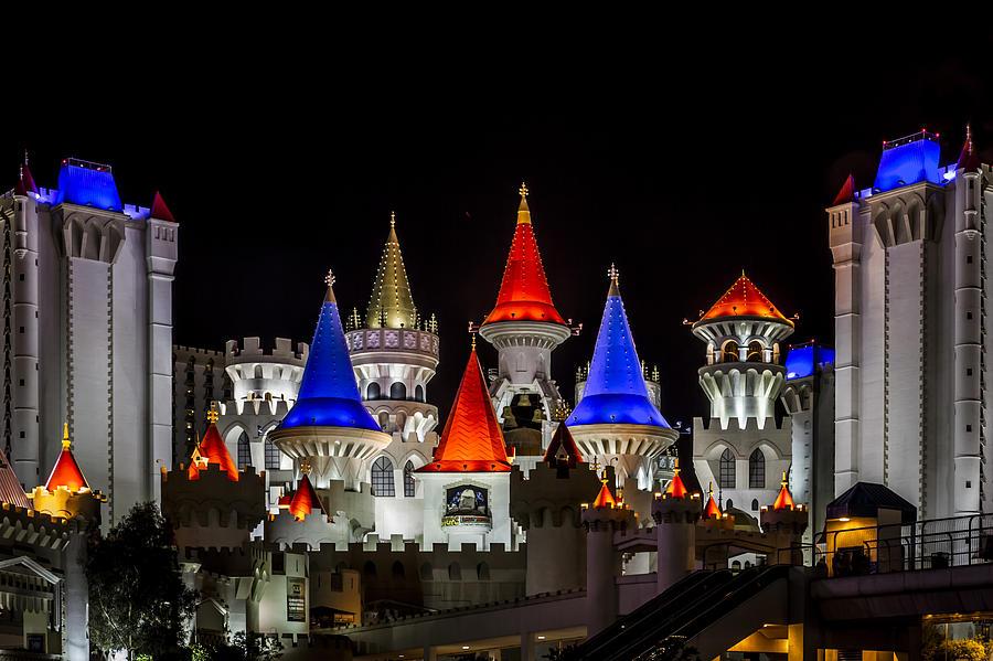 Sombras em Nevriande - ON Excalibur-at-night-las-vegas-eduard-moldoveanu