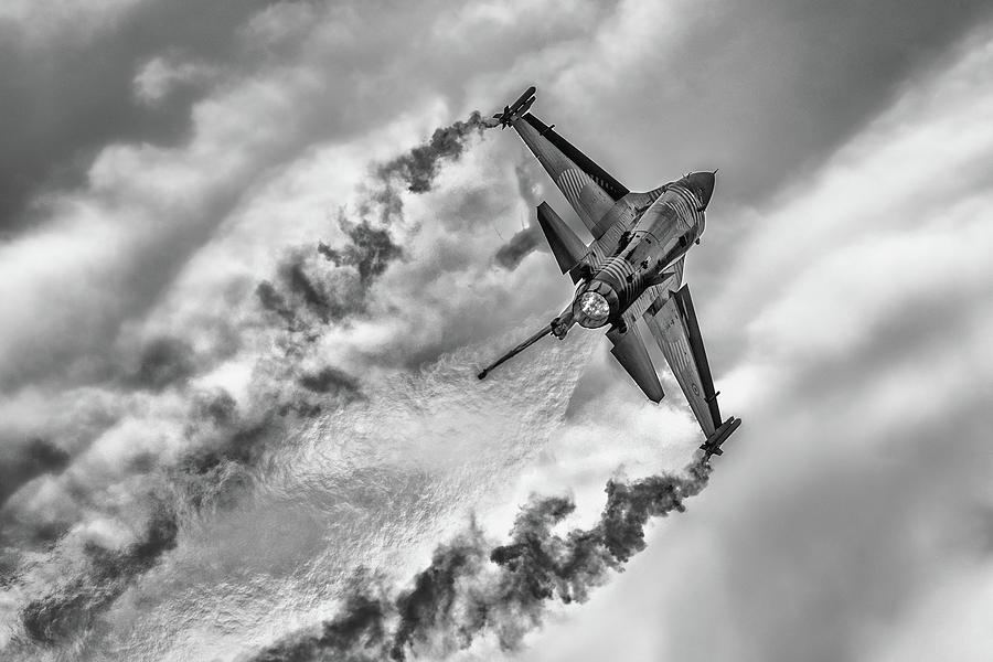 Airshow Photograph - F-16 Solo Turk... by Rafa? Czernia