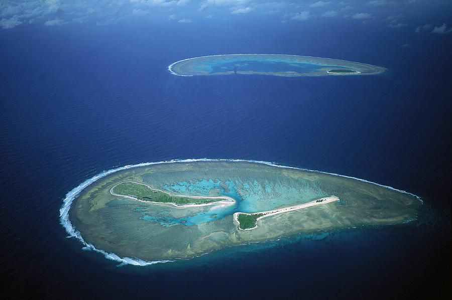 Fairfax Reef And Lady Musgrave Island Photograph by D Parer and E Parer Cook