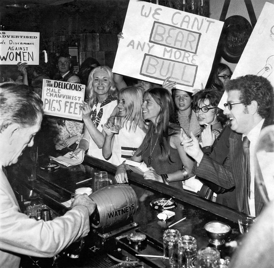 1970s Photograph - Feminists Protest  Browns Bar by Underwood Archives