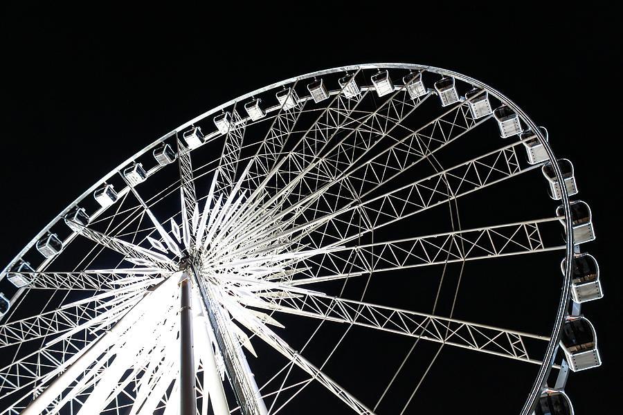 Action Photograph - Ferris Wheel by Nawarat Namphon