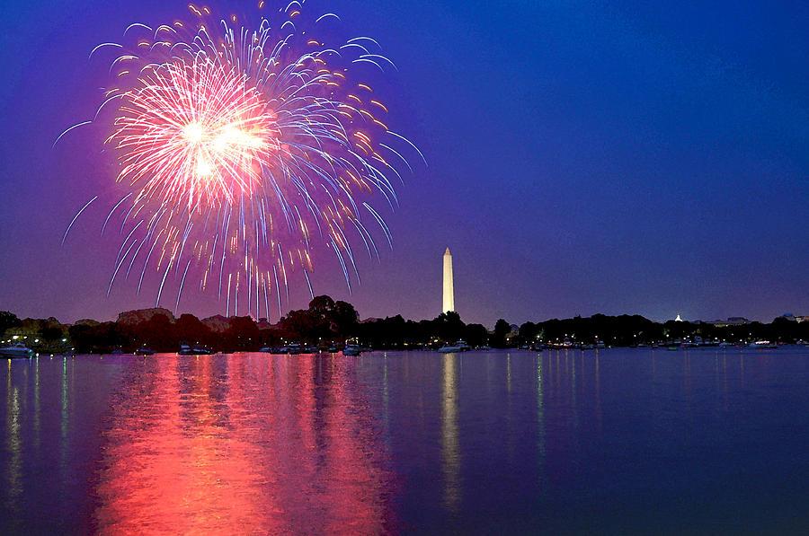 Washington Dc Digital Art - Fireworks Across The Potomac by Steven Barrows
