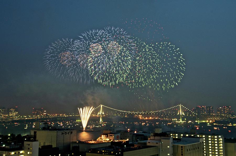 Fireworks In Tokyo Bay Photograph by Keiko Iwabuchi