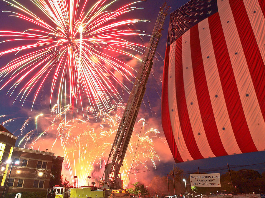4th Photograph - Fireworks by Jim DeLillo