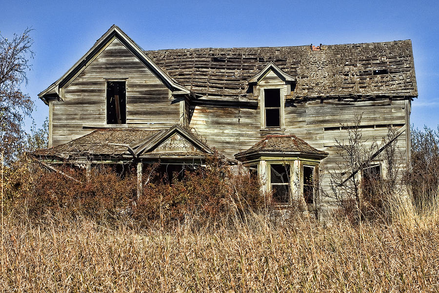 Old House Photograph - Fixer Upper by Ron Roberts