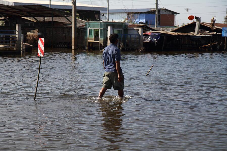 Bangkok Photograph - Flooding Of The Streets Of Bangkok Thailand - 01136 by DC Photographer