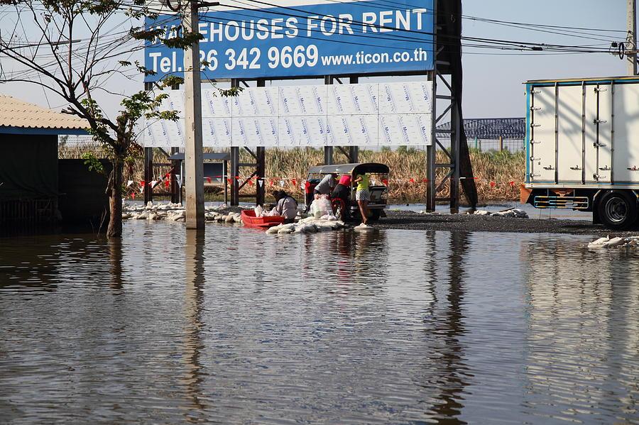 Bangkok Photograph - Flooding Of The Streets Of Bangkok Thailand - 01137 by DC Photographer