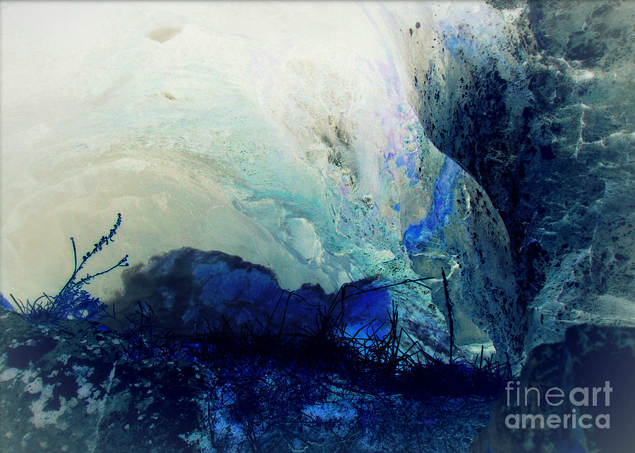 Horizontal Abstract Photograph - Fluid Enchantment by Janice Sakry