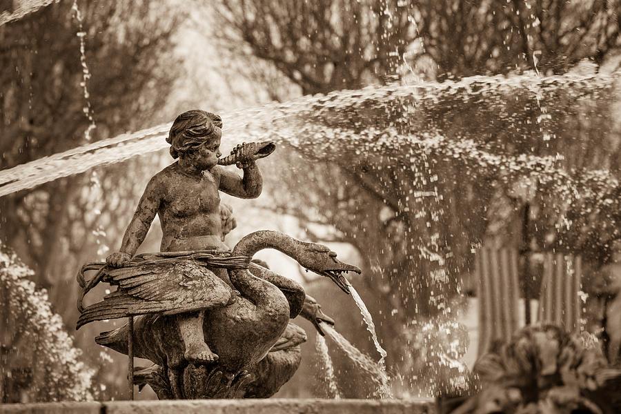 Aix-en-provence Photograph - Fontaine De La Rotonde Water Sprite by W Chris Fooshee
