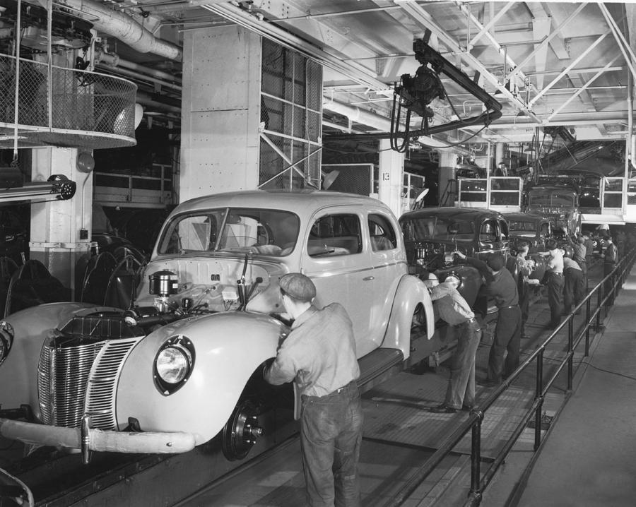 1930s Photograph - Ford Assembly Line by Underwood Archives