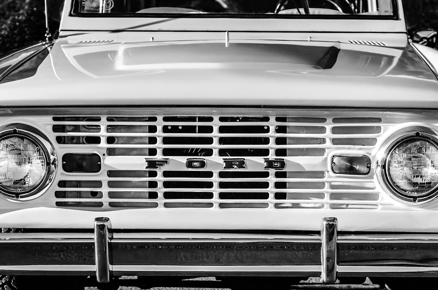 Ford Bronco Emblem Photograph - Ford Bronco Grille Emblem -0014bw by Jill Reger