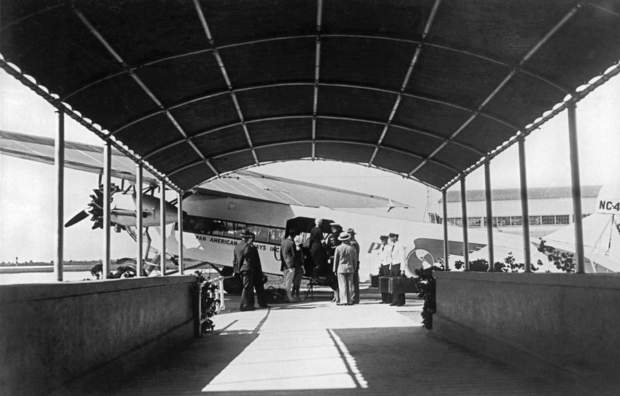 1920s Photograph - Ford Trimotor To Havana by Underwood Archives