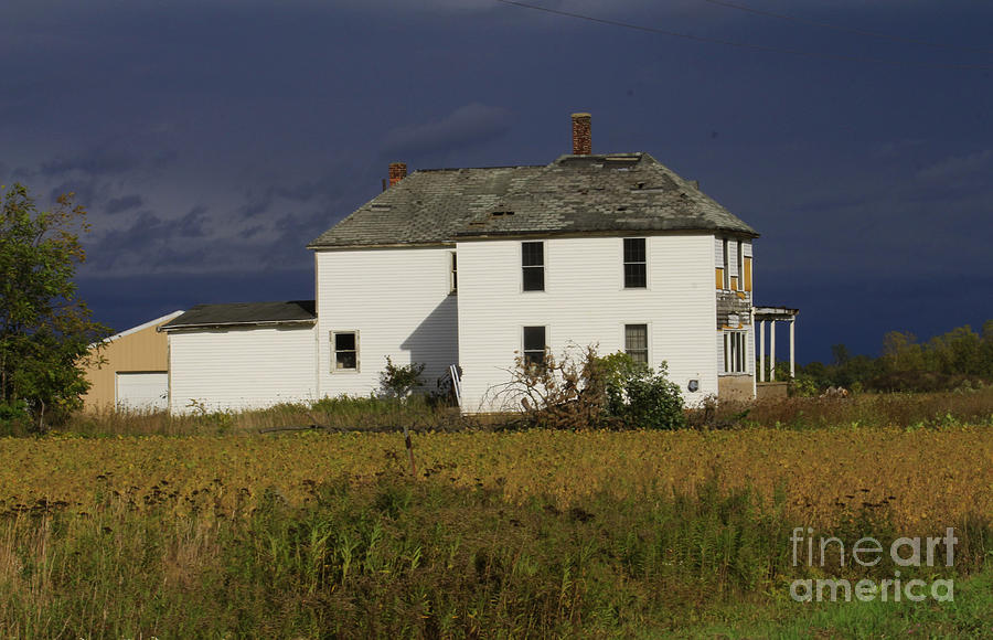 Farm House Photograph - Forgotten Farm House by Kathy DesJardins