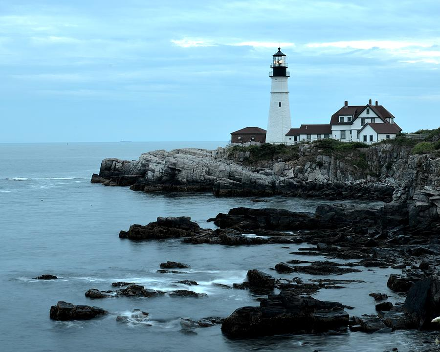 Maine Photograph - Fort Williams Lighthouse Cape Elizabeth Me by Toby McGuire
