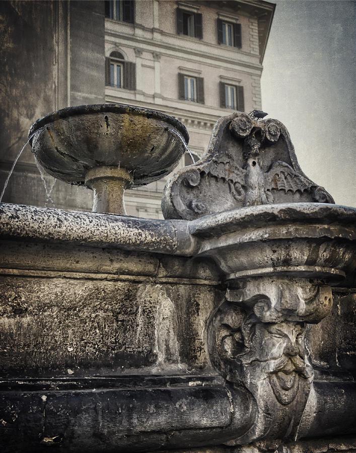 Buildings Photograph - Fountain Of Santa Maria Maggiore by Joan Carroll