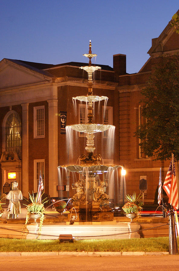 Chambersburg Photograph - Fountain On Chambersburg Square by L Granville Laird
