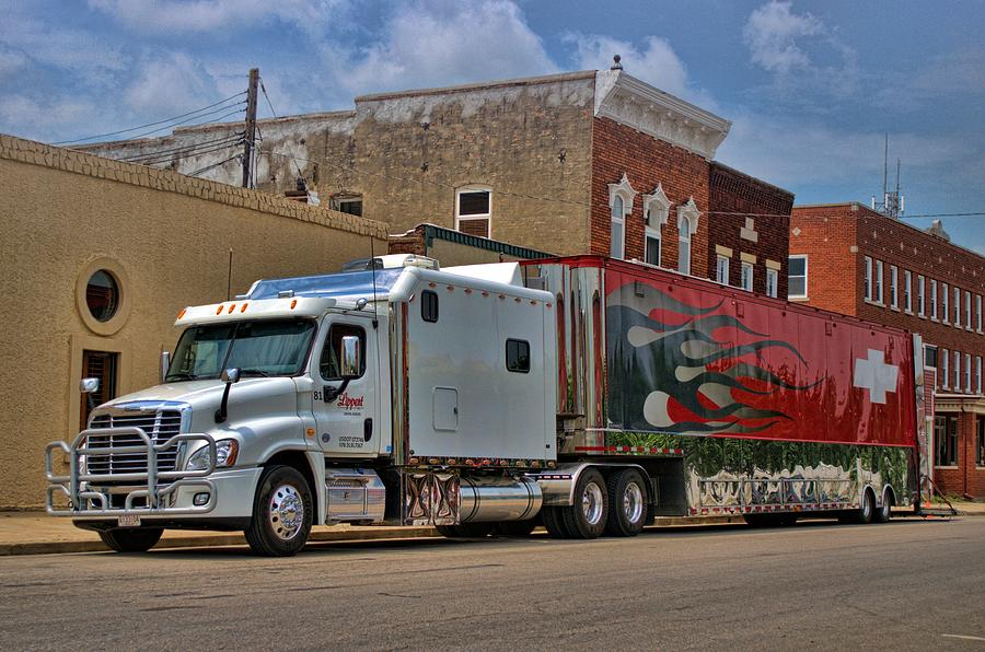 ease a sale inch trucks sleepers relentless custom and features costly western sleeper can for otr swafford big danelle while greg s star lifestyle