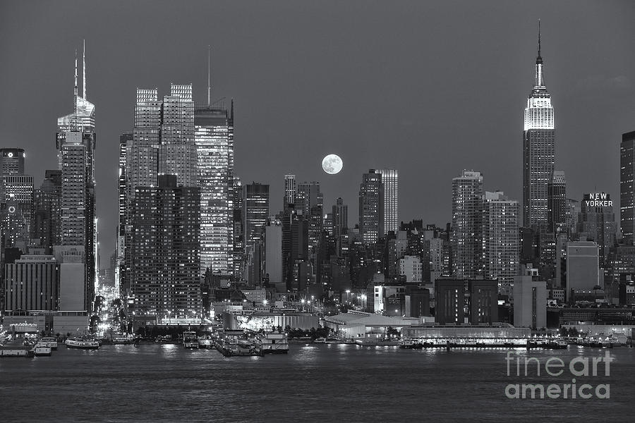 America Photograph - Full Moon Rising Over New York City IIi by Clarence Holmes
