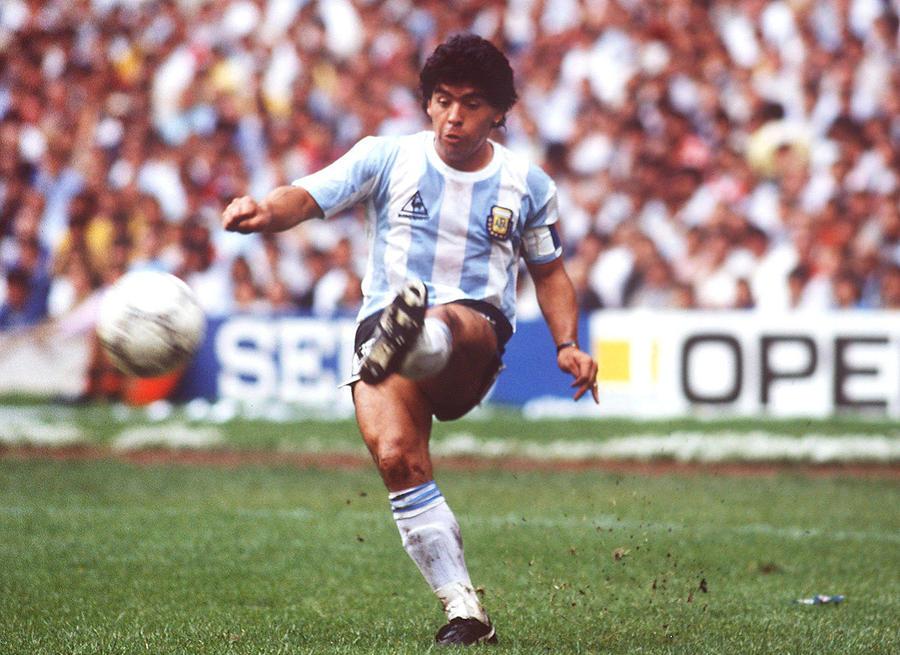 FUSSBALL: WM 1986 in MEXIKO, ARGENTINIEN - BELGIEN 2:0 Photograph by Bongarts