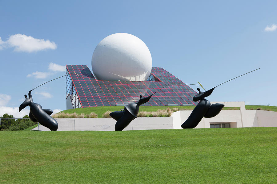 Building Photograph - Futuroscope Pavillon And Statues by Pascal Goetgheluck/science Photo Library