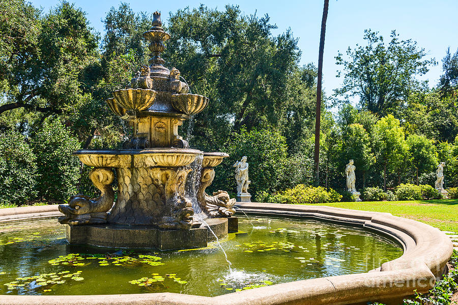 Garden Fountain - Iconic Fountain At The Huntington Library And ...