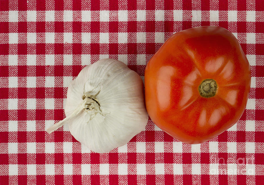 Garlic Photograph - Garlic And Tomato by Blink Images