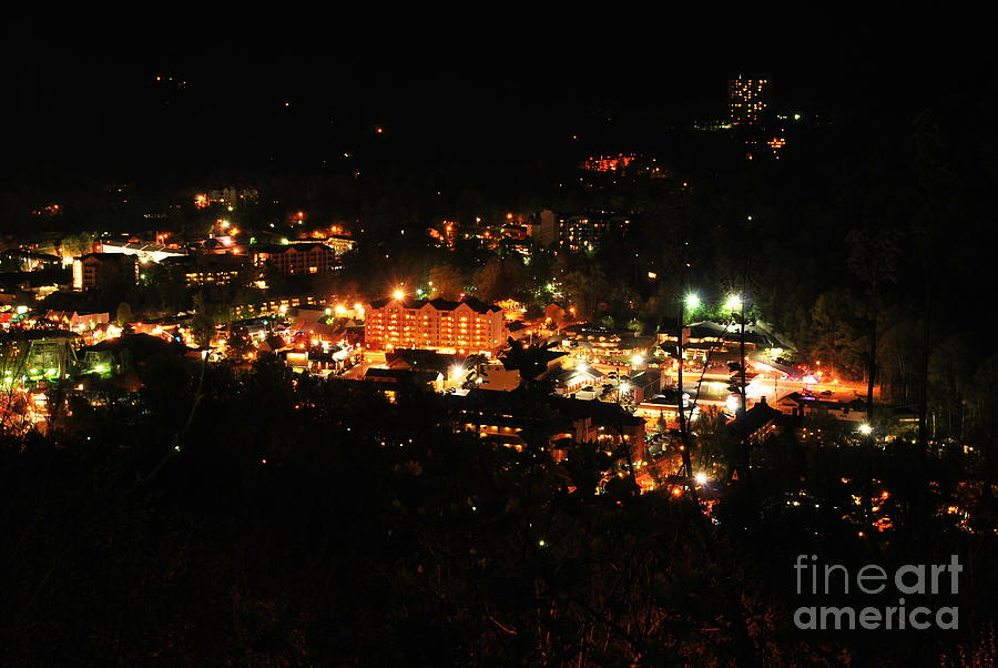 Gatlinburg Photograph - Gatlinburg At Night by Nancy Mueller