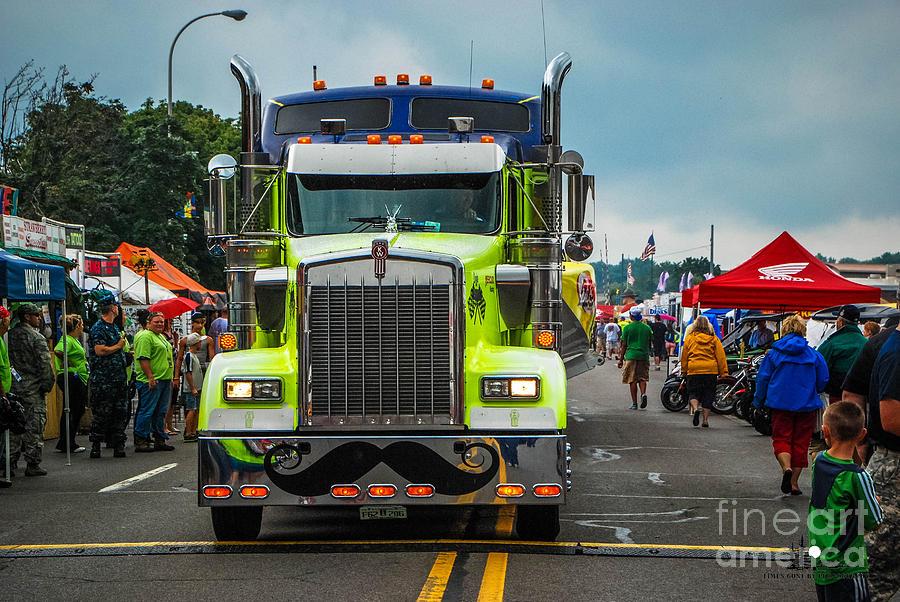 Semi Photograph - Geico Truck Straight On by Grace Grogan