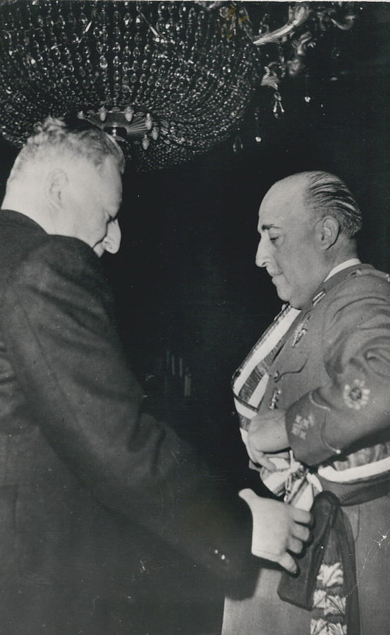 Retro Photograph - General Franco Decorated. Receives Garsnd Of The Omeyas - by Retro Images Archive