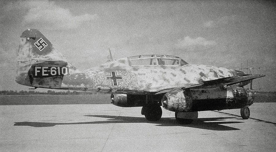Messerschmitt Me 262 Photograph - German Me 262 Wwii Jet Fighter by Science Photo Library