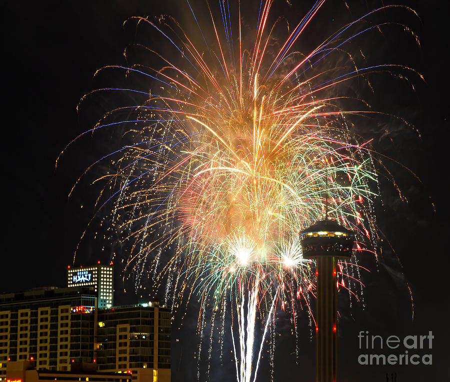 Fireworks Photograph - Glitter In The Sky by Cathy Alba