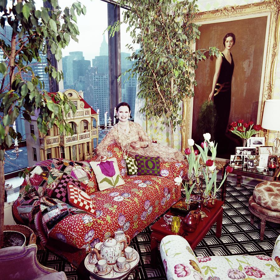 Gloria Vanderbilt In Her Living Room Photograph by Horst P. Horst
