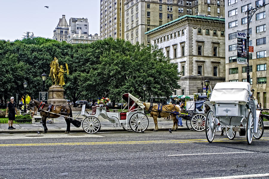 Grand Army Plaza Photograph - Grand Army Plaza - Manhattan by Madeline Ellis