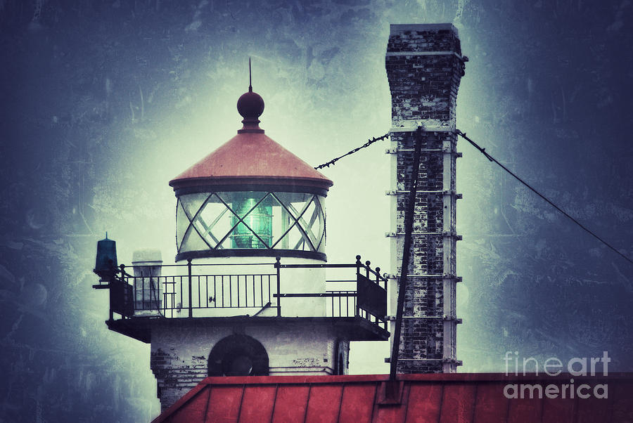 Duluth Ship Canal Photograph - Green Fresnel Gleaming by Ever-Curious Photography