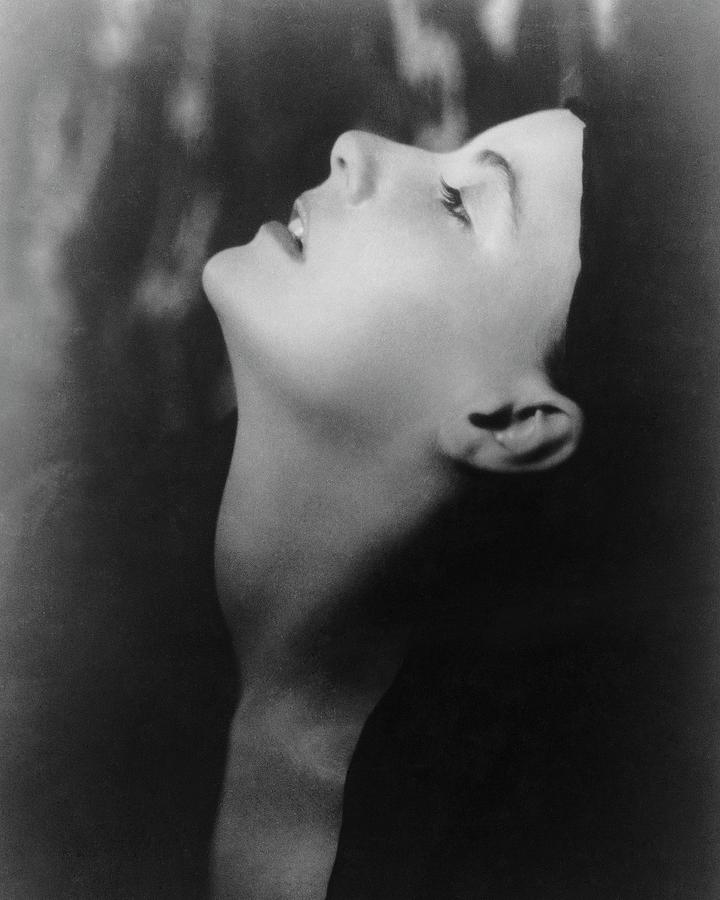 Greta Garbo Looking Up Photograph by Arnold Genthe