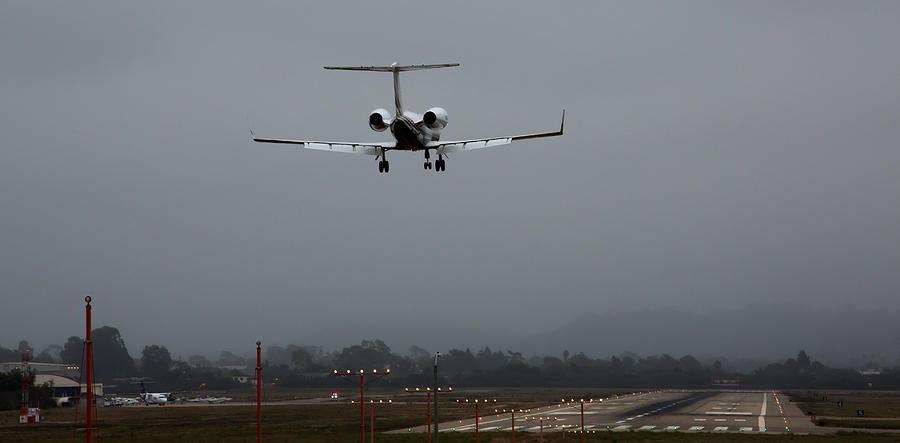 Gulfstream Photograph - Gulfstream Approach by John Daly