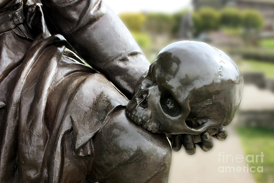 Hamlet Contemplating The Skull Photograph by Terri Waters
