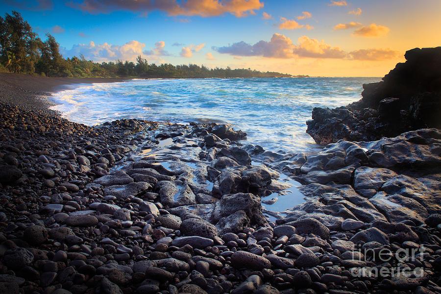 America Photograph - Hana Bay Sunrise by Inge Johnsson