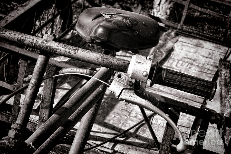 Bike Photograph - Handlebar by Olivier Le Queinec