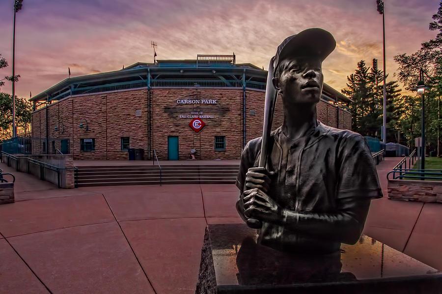 Hank Aaron Statue Photograph by Tom Gort