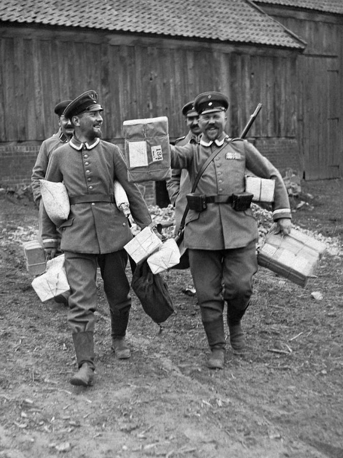 1910's Photograph - Happy Soldiers by Underwood Archives