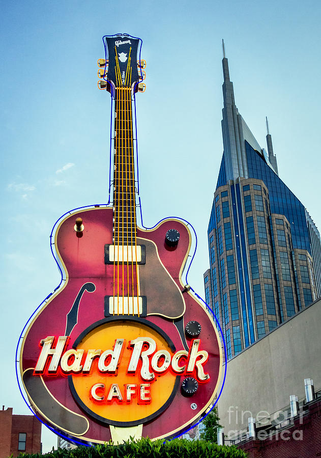 Hard Rock Cafe Nashville by Sophie Doell