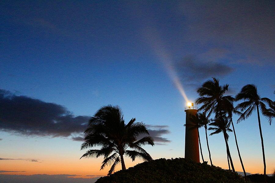 Hawaii Photograph - Hawaiian Lighthouse by Greg Simmons