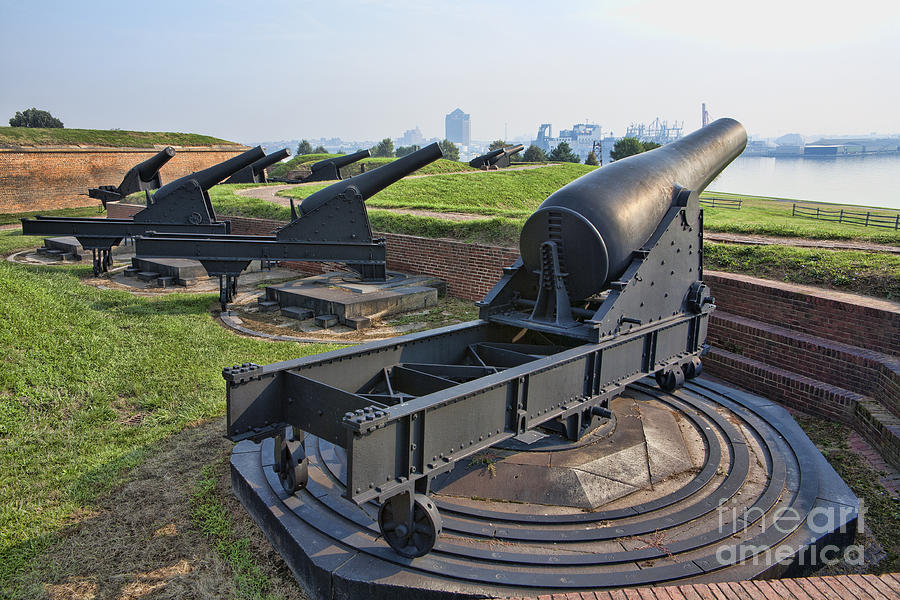 War Of 1812 Photograph - Heavy cannon at Fort McHenry in Baltimore Maryland by William Kuta