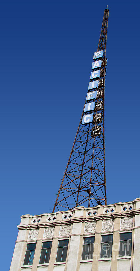 Hollywood Photograph - Hollywood Pacific Theatre Tower by Gregory Dyer